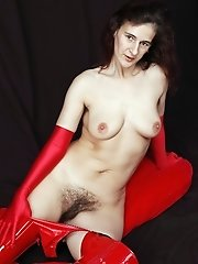 Older Cougar Reveals Very Hairy Pussy